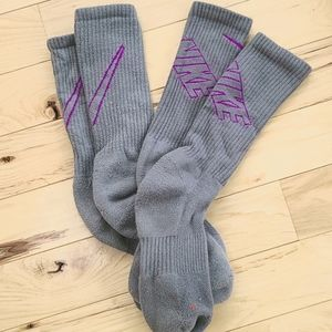 Nike great and magenta socks (2 pairs)